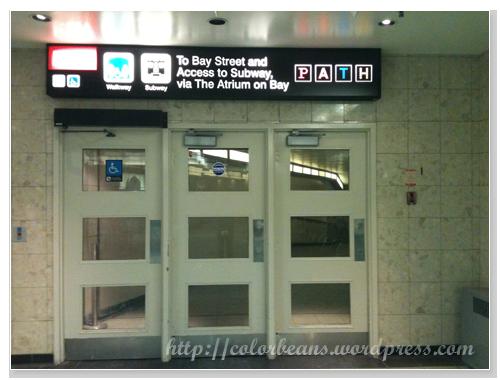 Toronto Coach Terminal地下樓可以直接通到地鐵站(Subway)