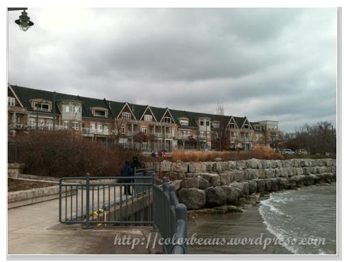 Lake Ontario 湖景view的第一排房子