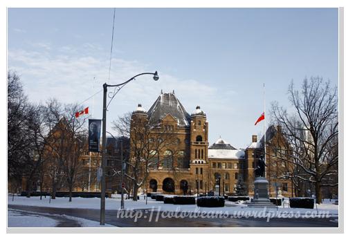 從University Ave看Legislative Assembly of Ontario