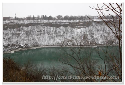 Niagara-Falls River Road對面就是美國摟!