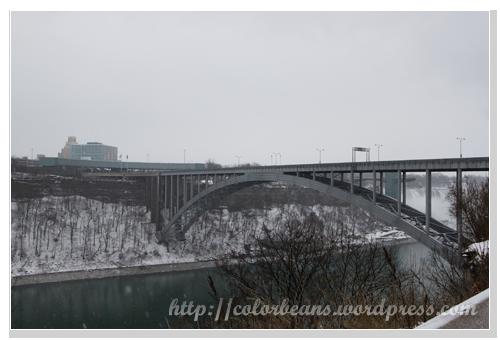 Niagara-Falls Rainbow Bridge 到摟