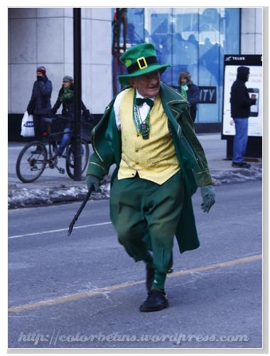 老爹的穿著很像St. Patrick的那個image