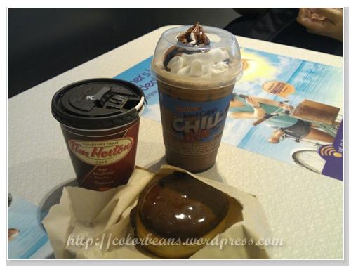 Tim Hortons的冷熱咖啡和甜甜圈