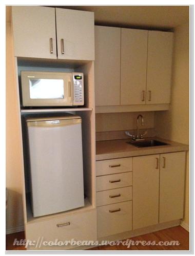 小冰箱、流理台和微波爐