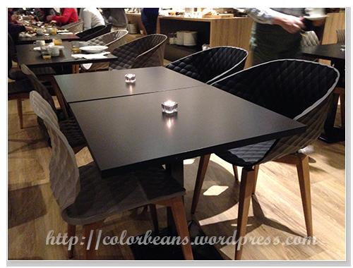 餐桌很簡單