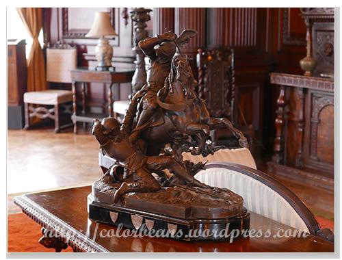 大廳的一尊木雕