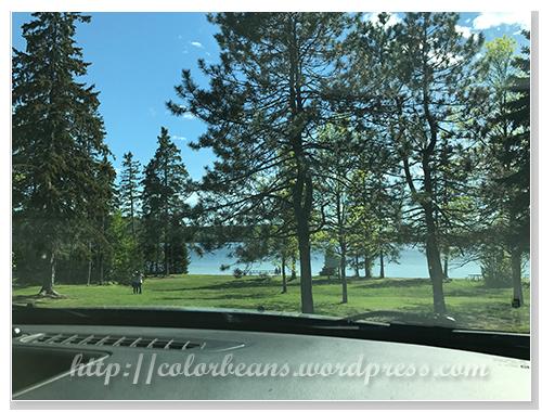 車上先拍一張湖邊風景