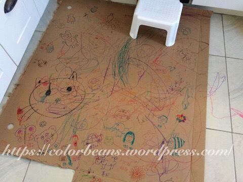 廢紙箱是寶寶最愛的塗鴉區