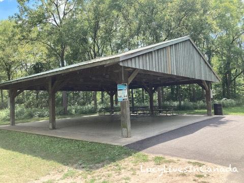Waterworks Park入園不遠的pavilion