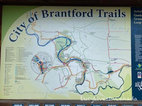 Brantford有很多段河岸步道唷