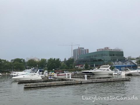 天氣不好,很少人遊湖去